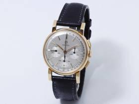 Omega, montre chronographe or