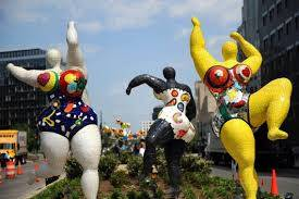 "Niki de Saint Phalle, la ""nana"" s'expose au Grand Palais"