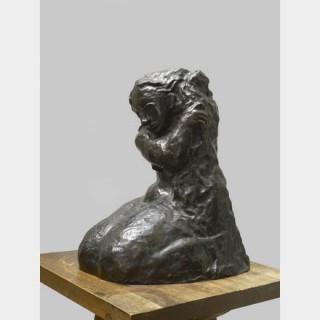 Pablo PICASSO (1881-1973) - Femme se coiffant - Sculpture en bronze patine brune