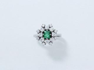 Bague fleur émeraude et diamants