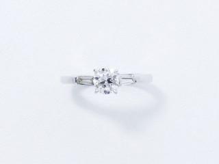 Bague solitaire, diamant brillanté