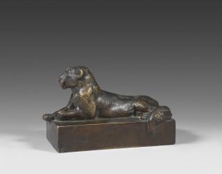 Georges Guyot, lionne couchée, bronze