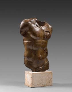 Igor Mitoraj, Persée, sculpture, vente aux enchères, patine marron