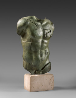 Igor Mitoraj, Persée, sculpture, vente aux enchères, patine verte