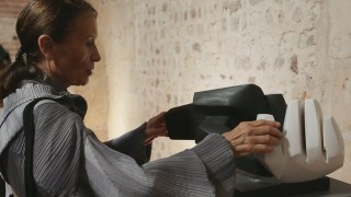 Parvine Curie, sculptrice française non figurative