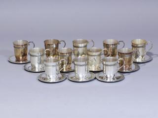 Tétard Frères, 12 tasses et sous tasses en argent