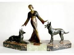 Chiparus Demeter, élégante aux lévriers, sculpture